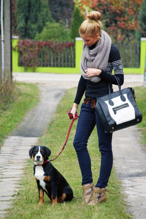 walk the dog in style: Dogs, Infinity Scarfs, Cute Outfits, Big Scarves, Fall Outfits, Winter Outfits, Fair Isle, Bags, Sweaters Scarfs