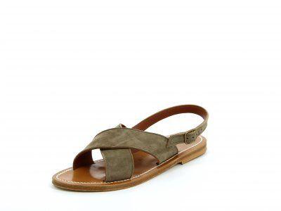 Les sandales OSORNO ont un style casual sobre.    Cette sandale plate sans entredoigt vous assurera un excellent maintien et confort grâce aux 2 larges brides qui se croisent sur le dessus du pied et la bride arrière qui se règle et s'attache sous la cheville.    Les sandales tropéziennes K.Jacques sont confectionnées artisanalement à Saint-Tropez en France .    Nos sandales sont dotées d'une semelle en Cuir et d'un talon en caoutchouc hévéa naturel.