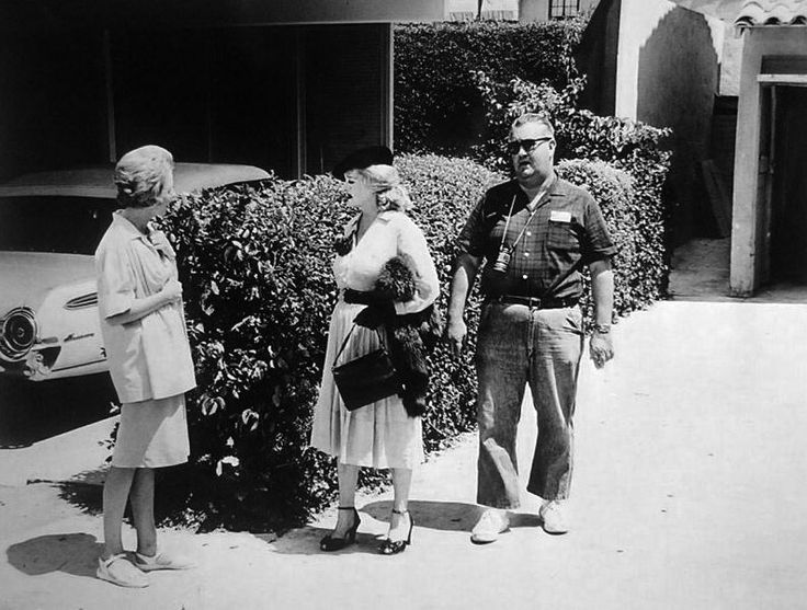 Director Robert Aldrich rehearses a scene of What Ever Happened to Baby Jane? with Anna Lee and Bette Davis