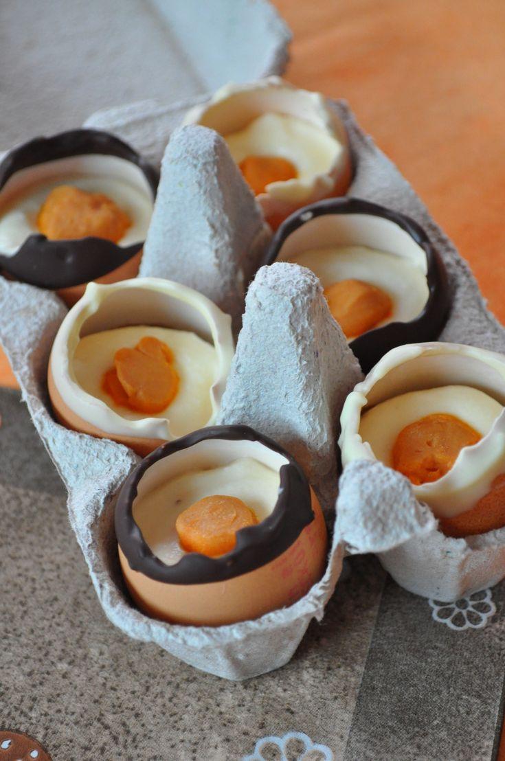 God påskeaften! Husker dere de proteinkremfylte kindereggene? Dette er en godbit i samme gate. Det er eggeskall fylt med en deilig kremost yoghurt krem. Oppskriften er relativt lett: Alt du trenger er eggeskall eller lignende former, yoghurt, kremost gelatin/agar, søtningsmiddel,…
