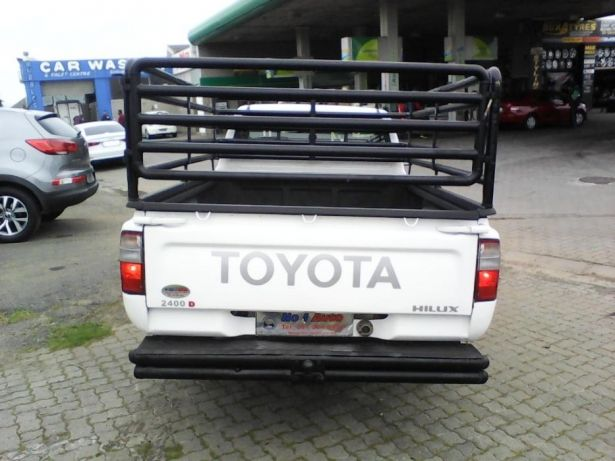 2002 Toyota Hilux 2.4 diesel Goodwood - image 5