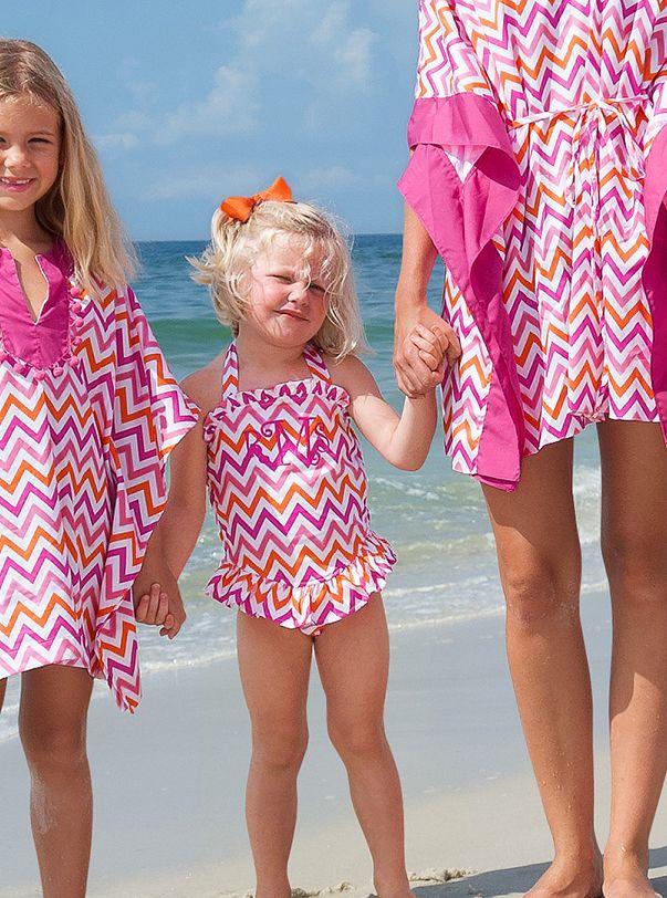Little girl beach boys — photo 13