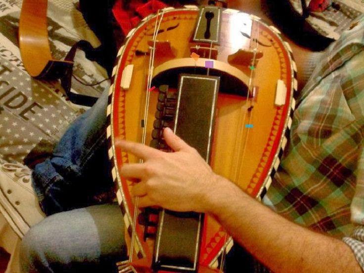 Na terça-feira, dia 2 de setembro, o músico austríaco, Matthias Loibner, realiza apresentação solo de viela de roda na Caixa Cultural Fortaleza.