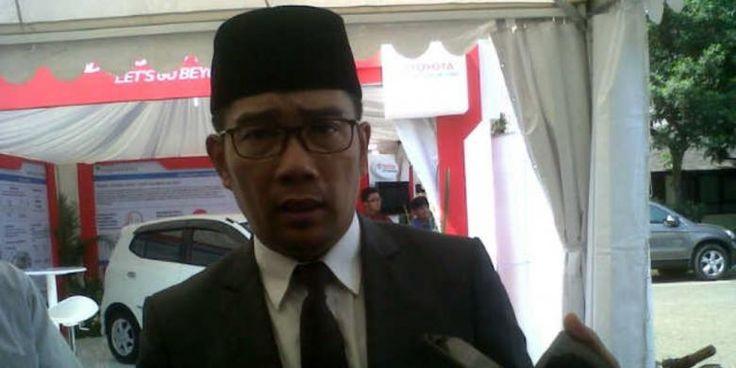 #ridwankamil#korupsi Wali Kota Bandung Ridwan Kamil mengatakan, ada pihak yang mau menghancurkan dirinya dan keluarganya lewat laporan kepada Kejaksaan Tinggi Jawa Barat mengenai dugaan korupsi dana senilai Rp 1,3 miliar terkait Bandung Creative City Forum (BCCF). Intinya ada yang mau menjatuhkan, menghancurkan nama baik saya, kata pria yang akrab disapa Emil itu di Bandung, Senin (21/9/2015). Seperti diketahui, Emil dipanggil untuk menjalani pem