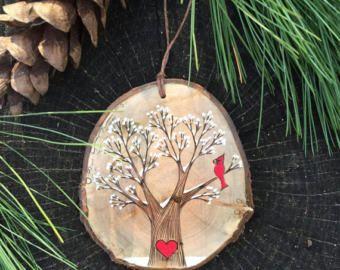 Hout verbrand hart initialen en datum aanmelden één boom.