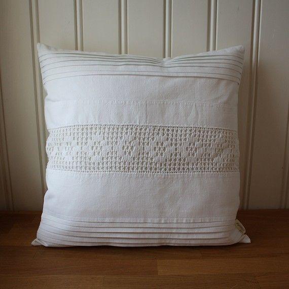 pillow cover 40 x 40cm white on white collection no. 23 di Tuuni, €39.00