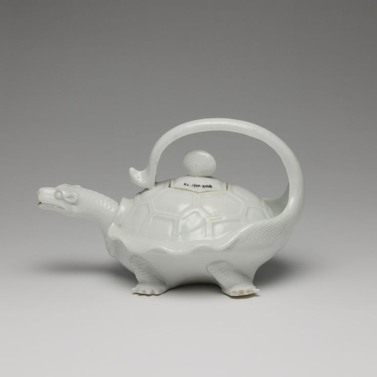 Sencha teapot with lid of porcelain in the form of a white tortoise, Hirado Mikawachi ware: Japan, Hizen province, Mikawachi, c. 1780 - 1820