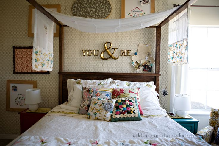 This pretty much sums up what I want.  LOVE the plain bedding dressed up with the pillows.  The chicken wire has been put on hold from hubs...but I might just do it anyways.  Looks easy!