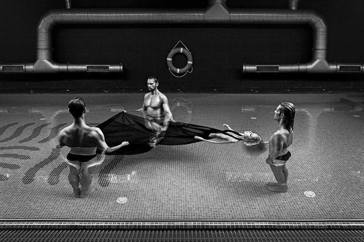 """Szymon Brodziak, """"Basen"""", 2009. Kampania wizerunkowa dla HOTelarnia & SPAlarnia, fot. dzięki uprzejmość artysty"""
