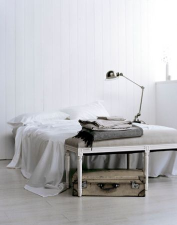 bedroom // white // gold lamp // bench // neutral color // white walls