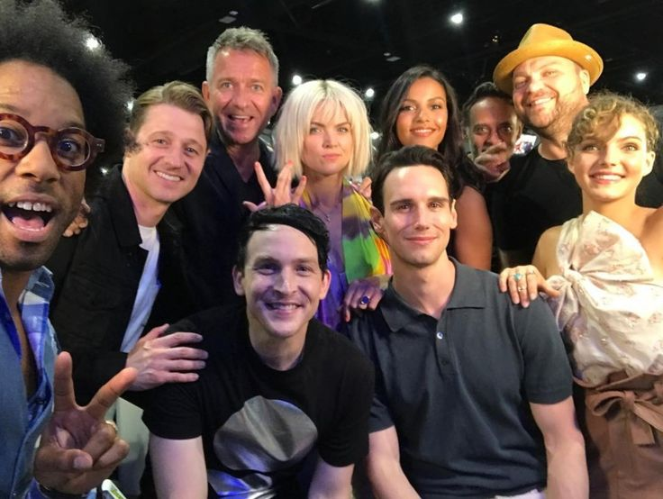 #Gotham San Diego Comic Con 2017  I don't know who that is,Ben McKenzie(Jim),Sean Pertwee(Alfred),Erin Richards(Barbara),I don't really know who that is,I also don't really know who that is either,Drew Powell(Butch),Camren Bicondova(Catwoman),Cory Michael Smith(Edward) & Robin Taylor(Penguin)