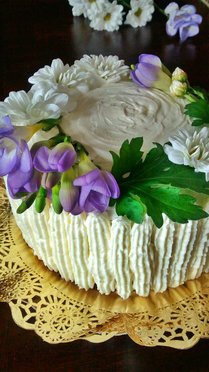 Almond cake with buttercream frosting