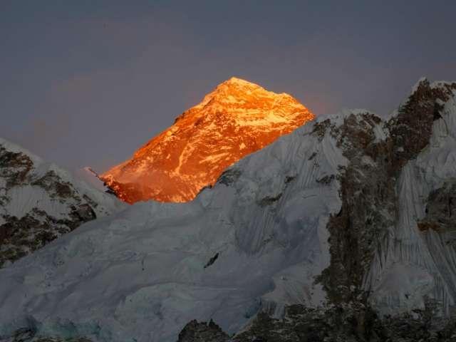 Der höchste Berg der Welt: Mount Everest. Am Freitag wurde der erste Tote seit der Wiederaufnahme der Besteigungsexpeditionen gemeldet. (Archivbild)