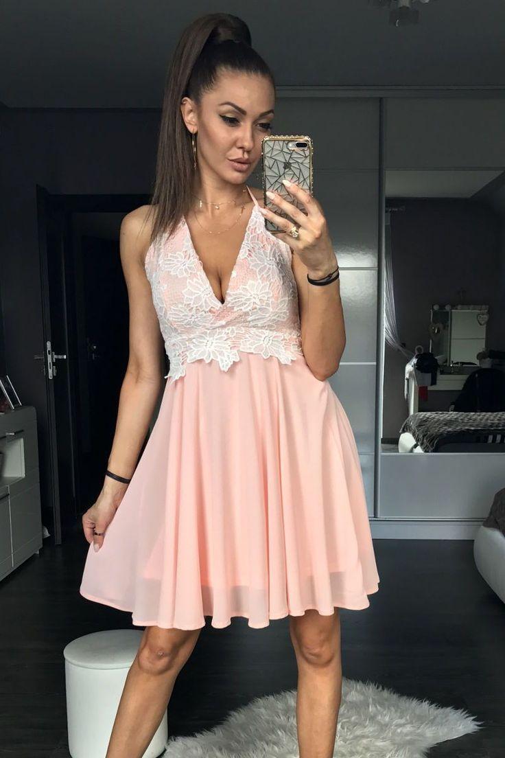 Κλοςμίνι φόρεμα με δαντέλα.95% Polyester 5% Spandex
