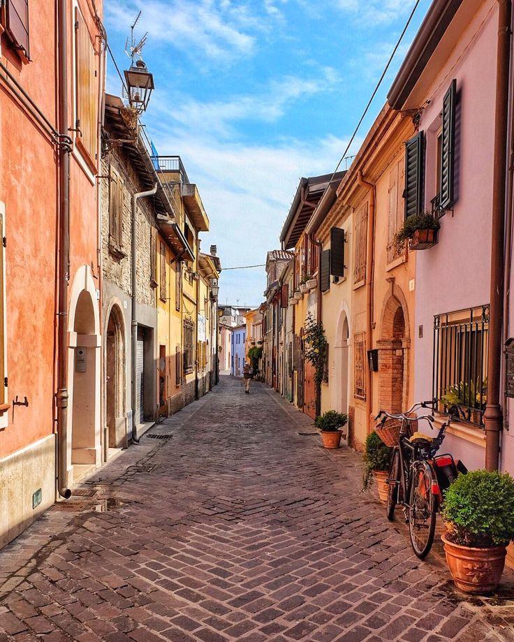 Una giornata piena di colori e di tanta felicità con @thererumnatura e @marikamarangella 💛 . . . . #igersitalia #igersemiliaromagna #igersrimini #rimini #thefullcolors #FramesOfItaly  #neverstopexploring  #whatitalyis #italy_vacations #italian_places #top_italia_photo #keepexploring  #beautifuldestinations  #wonderful_places  #italianlandscapes #stayandwander #spring4igers #emiliaromagna #italymagazine #awesomepix #places_wow #exklusive_shot  #theprettycities #stayandwander…