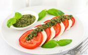 Салат «Капрезе» с соусом песто