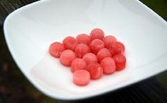 Aardbeien ranja invriezen in ijsblokjesvorm