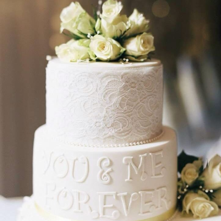 Fresh flowers and beautiful materials can make simple cakes look amazing!