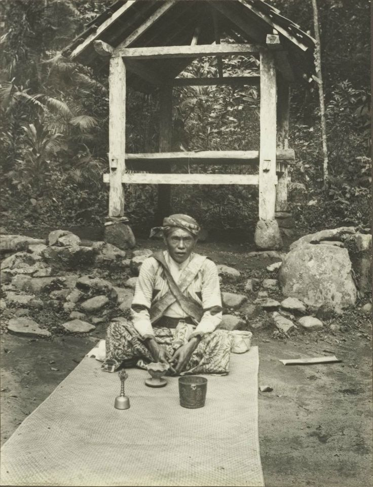 Doekoen van Kandanang, West Java, 1925.