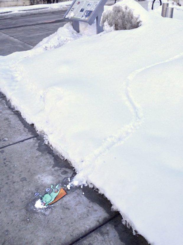 Chalk Art by David Zinn in Michigan, USA http://restreet.altervista.org/le-divertenti-creature-di-david-zinn/