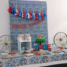 Blijf kalm en rijden op Federico's Bike Party - Fiets, fiets partij