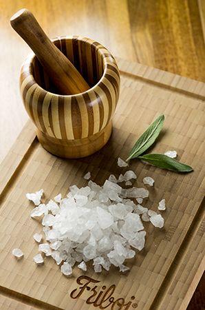 Os diferentes sais e suas propriedades  Veja oito sais ideais para dar sabor à sua receita, do sal rosa do Himalaia à flor de sal