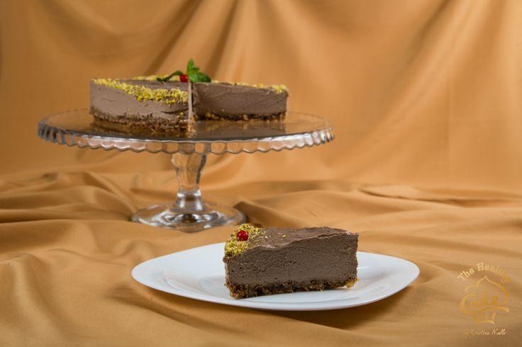 Tort de ciocolata si menta #TheHealthyCake #rawvegan  Blat: migdale, curmale Crema: caju, cacao, menta, sirop de agave, unt de cocos, pudra lucuma Ornat: fistic, menta