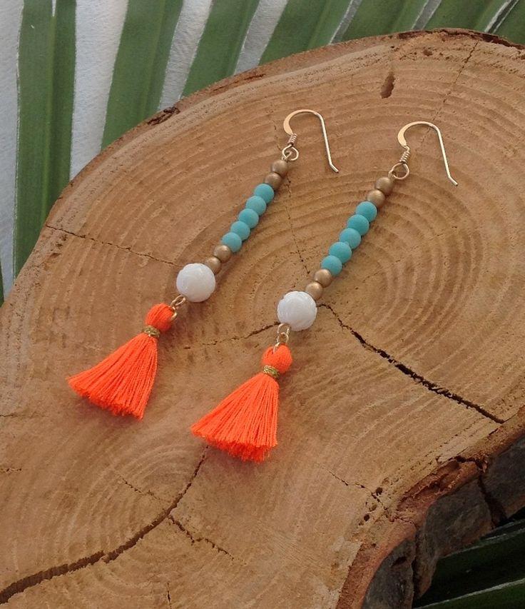 Boucles d'oreille Boheme à Pompons - Perles Turquoises et dorées et pompon Orange - Bijoux Hippie Chic : Boucles d'oreille par les-bijoux-de-pomponette