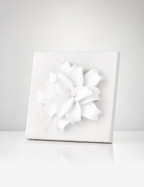 Give any room in your home a flourish of nature with this pretty piece of flower wallart from the Salt&Pepper Bloom collection.