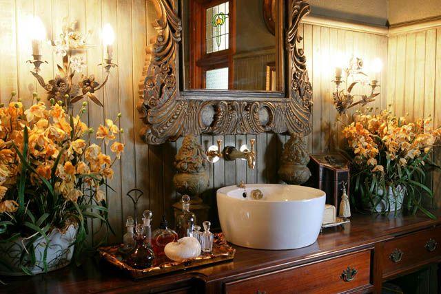 Morrells Farmhouse. Lovely, warm bathroom.