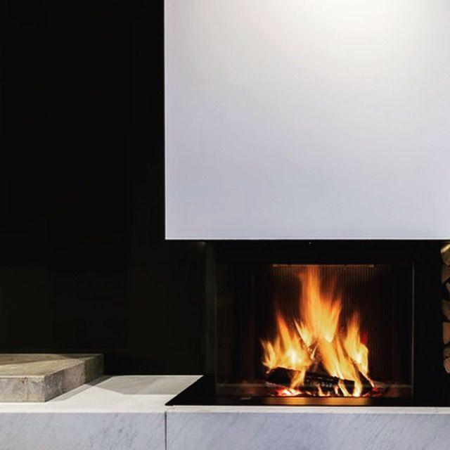 Epingle Par Atryhome Cheminees Et Poeles Sur Cheminees Design Design Fireplace Cheminee Design Bois Et Bio Ethanol