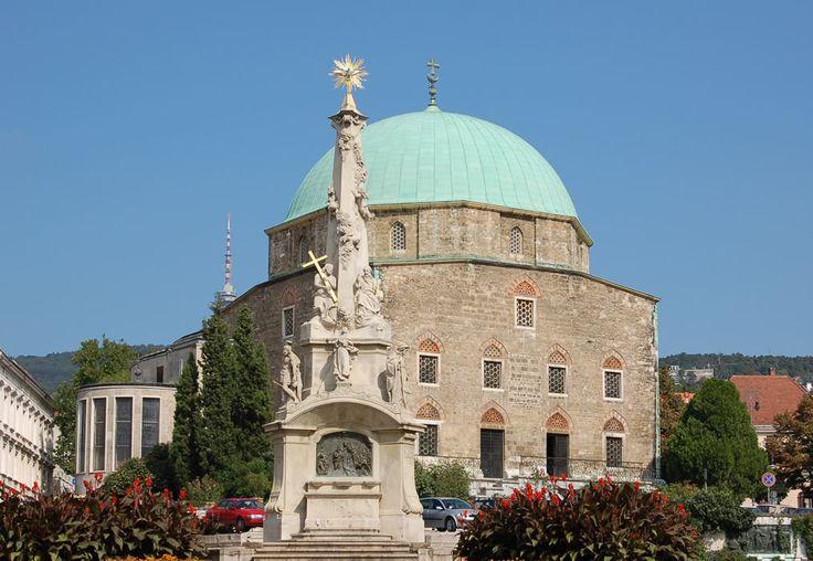 Gázi Kászim pasa dzsámija vagy Belvárosi Gyertyaszentelő Boldogasszony-templom a magyarországi török-iszlám építészet legmonumentálisabb alkotása, Pécs egyik jelképe, Európa legészakibb épségben maradt dzsámija.