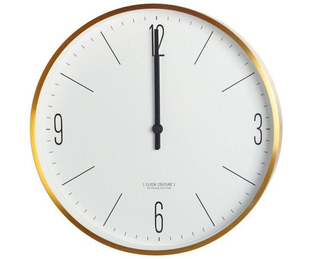 Holen Sie sich mit der Wanduhr COUTURE einen eleganten Zeitmesser mit Goldfarbener Umrandung nach Hause. Die Uhr von House Doctor besticht mit hochwertigem Design. So vergessen Sie sicher nie mehr die Zeit.