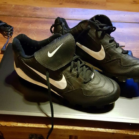 Nike Cleats 7.5 These are like new condition 7 and a half is the size. Nike Shoes Athletic Shoes