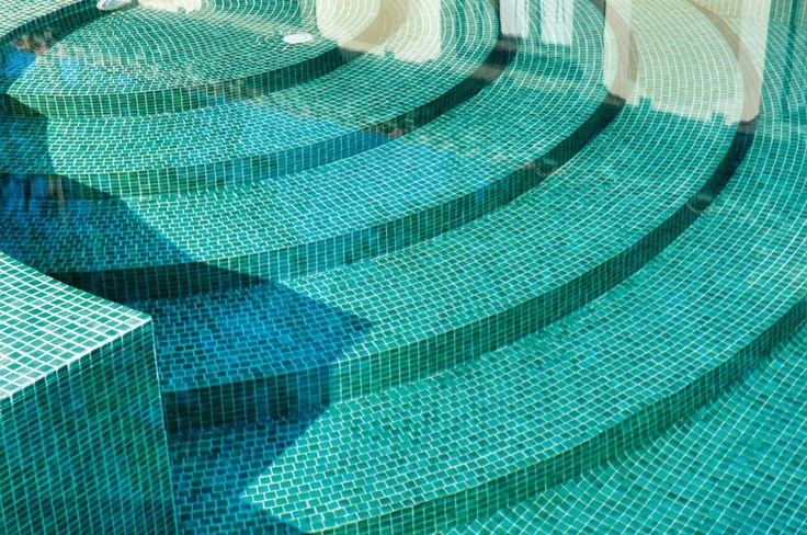 Niebla, ljuvlig mosaik som fungerar utmärkt till poolens insida. #mosaik #pool