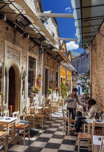 Νομίζετε πως βλέπετε μια φωτογραφία τραβηγμένη σε κάποιο νησί;;; Κι όμως πρόκειται για τη Στοά Λιαμπέη στα Ιωάννινα! Μην παραλείψετε να την διασχίσετε κατά τη διάρκεια της βόλτας σας στα σοκάκια της πόλης! www.aktihotel.gr #Porch_Liampei #Ioannina #Epirus #Greece #VisitGreece #Aktihotel #Bed_and_Breakfast #Ioanninahotel