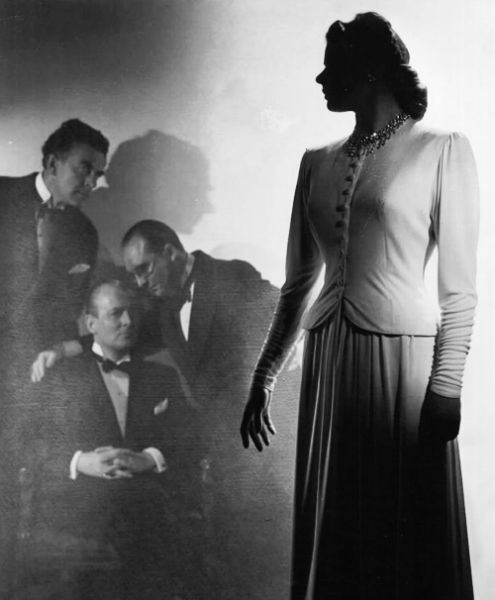 Ingrid Bergman in a publicity shot forNotorious (Alfred Hitchcock,1946)  viamothgirlwings