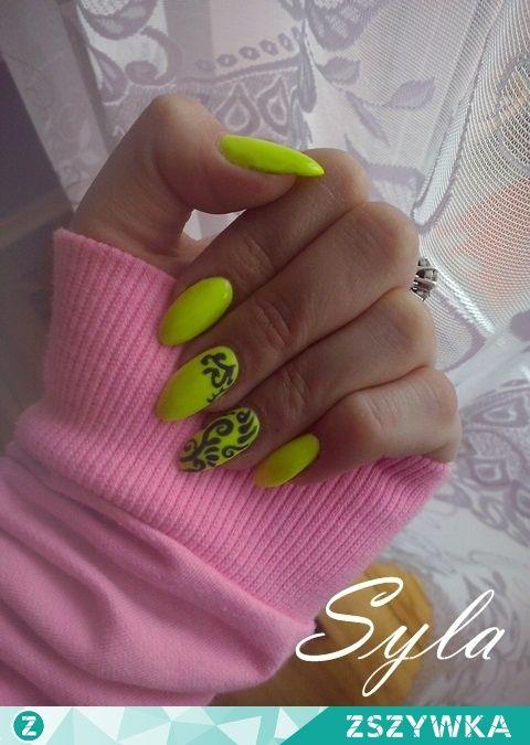 paznokcie neonowe