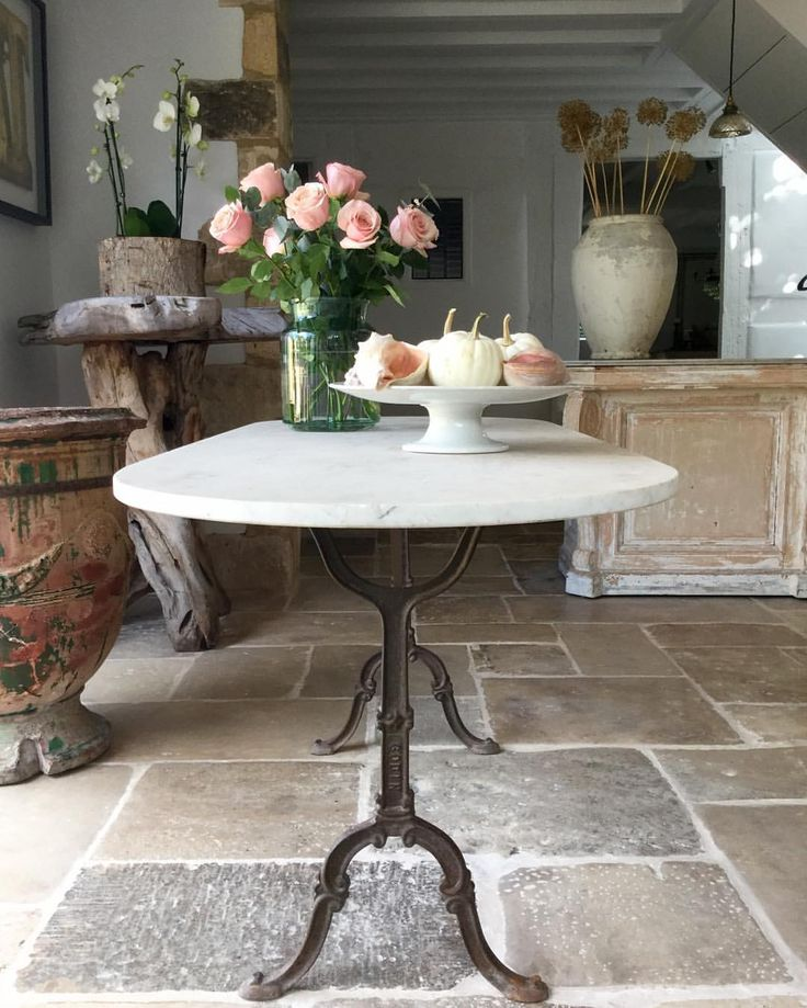 Lovely French 19thC Bistro table with original white oval marble top & iron base #frenchantiques #justin #newarrivals #provenceinteriors #parisinteriors#countryhomes#gardendesign #orangery#conservatory#diningtable #alfrescodining #antiquedealersofinstagram #frenchinteriors#englishgarden #floristtable#oldroses#provencegarden #coastalhomes#shells#decorativeantiques#consoletable#gardenantiques #antiqueanduzepots@antonandkantiques