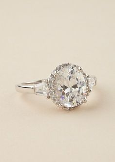 I'm probably never getting married, but Holy Moly!! I'm loving this Vintage engagement ring...