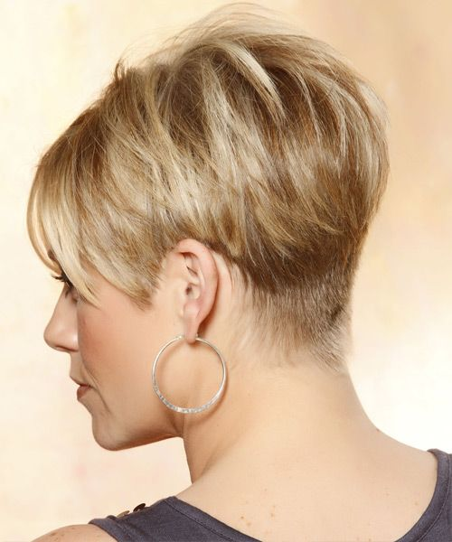 Short Straight Casual Hairstyle with Side Swept Bangs – Caramel Blonde Hair Color with Light Blonde Highlights