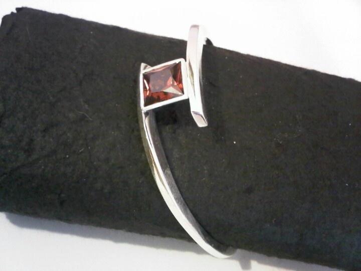 Argentina 960 Silver Bracelet, set with a Garnet  Cubic Zirconia.