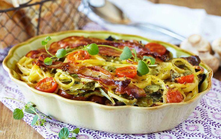Dette er en smakfull formrett hvor du skal ovnsteke den langstrakte pastaen samme med god bacon og spinat. Gode smaker for hele familien.