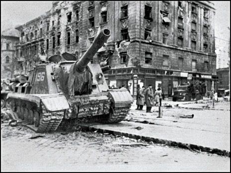 Soviet ISU-152 in Budapest, 1956, during the Hungarian revolution.