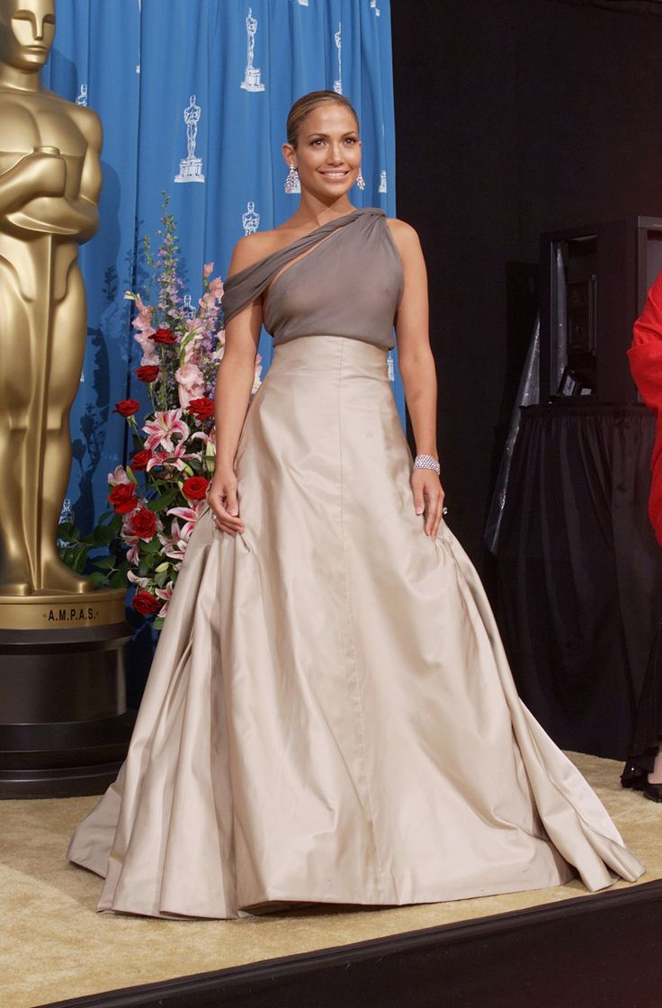 Oscars 2001 - Jennifer Lopez wore a beige/grey  Chanel designed dress, with Fred Leighton jewels; a diamond chandelier earrings with her gown at the 73rd Annual Academy Awards.