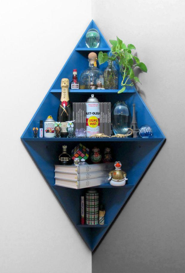 Prateleira Diamond Corner Shelf da Core Deco. A criação é do incrível designer Matt W. Moore.