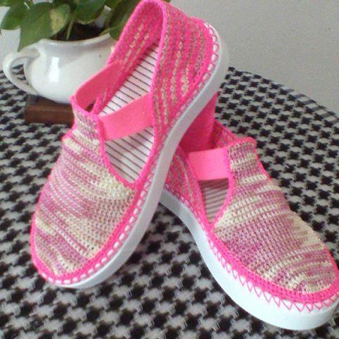 Zapato tejido. Hecho a mano.✋ Puro crochet. #tejereselnuevoyoga #hechoencolombia #croche #crochetaddict #crochetflower #paradamas #femenina #tejeresmisuperpoder #tejeresunplacer #hechoamano #artesanal #tejidoamanoparati