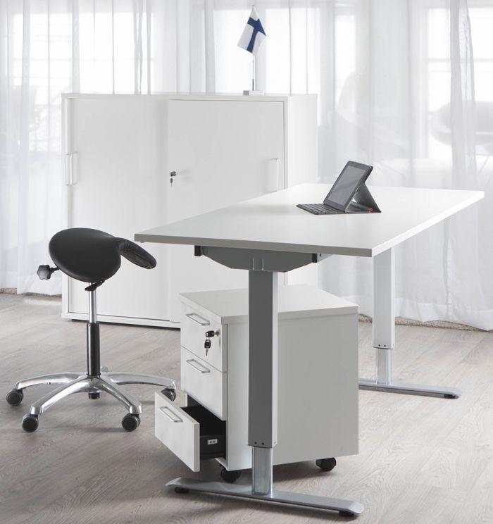Sähköpöytä on ihan ehdoton työkalu, kun työskentelee paljon tietokoneelle. Työpäivän jälkeen on paljon virkeämpi, kun välillä voi työskennellä seisten ja välillä istuen. Sähköpöytä toimii hyvin myös satulatuolin kanssa.