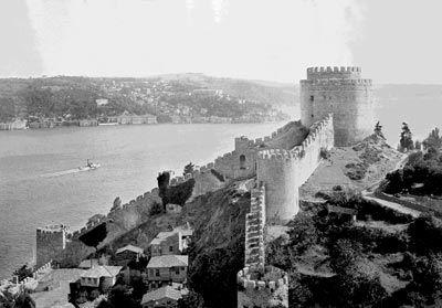 İrlandalı fotoğrafçı tarafından 1851 yılında çekilen İstanbul'un ilk fotoğrafları Rumeli hisari.