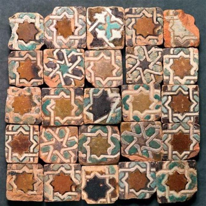 Arabic azulejos in Sevilla. What colour!
